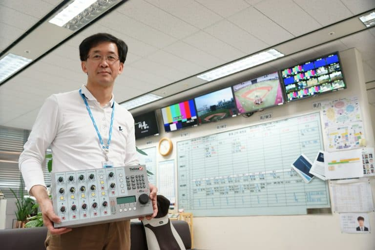 Mr Jung, MBC TV Department Team Leader with the i-Mix G3